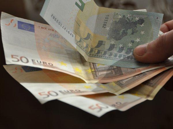 Курс доллара на сегодня, 12 декабря 2015: ЦБ РФ опустил курсы валют на выходные и понедельник