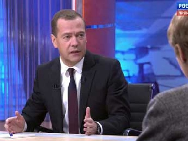 Медведев в интервью 9 декабря 2015 назвал власти Украины жуликами, а атаку на Су-24 – основанием для войны (видео)