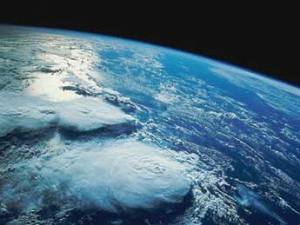 Космонавты МКС опубликовали фото Земли в изумрудном сиянии