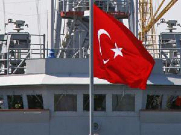 В Черном море турецкое судно пыталось преградить путь российскому каравану