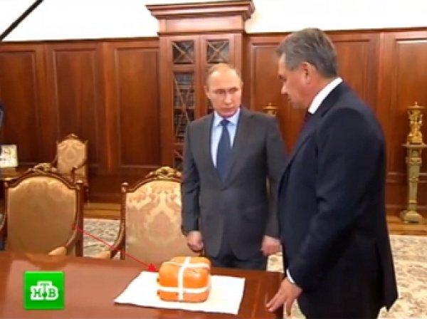 Шойгу передал Путину бортовой самописец сбитого Су-24