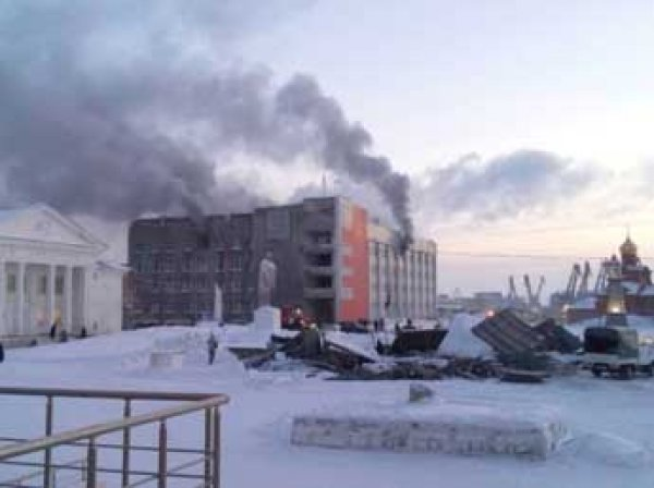 Пенсионер устроил пожар в мэрии Дудинки: погибли трое