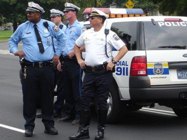 В США присяжные оправдали полицейских, застреливших темнокожего подростка