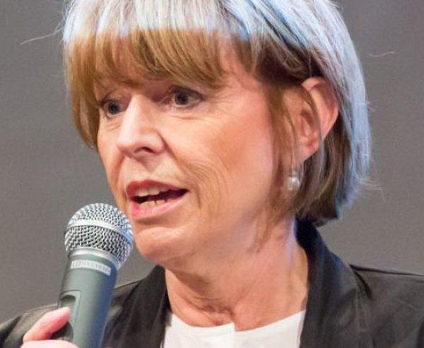 Кельн, нападение на женщин: мэр Кёльна возмутила немок советом, как спастись от домогательств