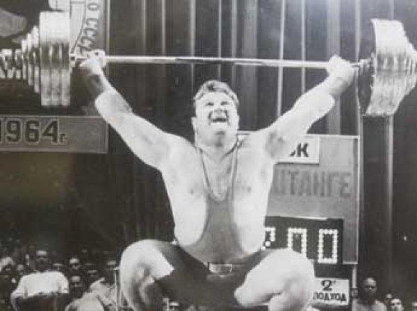 Скончался легендарный советский тяжелоатлет Леонид Жаботинский