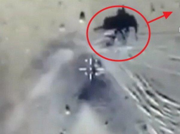 Минобороны опубликовало видео попытки побега танка ИГИЛ от ВКС РФ