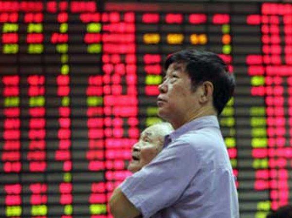 Китайские биржи встали после резкого падения индексов