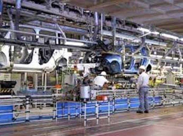 Росстат: за год выпуск автомобилей в России упал почти на 30%