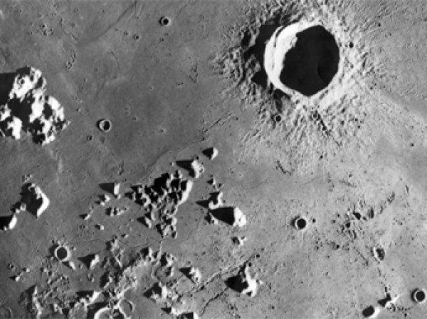 Уфологи разглядели следы инопланетян на Луне