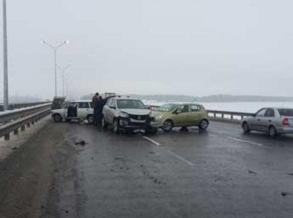 """На трасе """"Дон"""" под Краснодаром в ДТП попали около 30 машин"""
