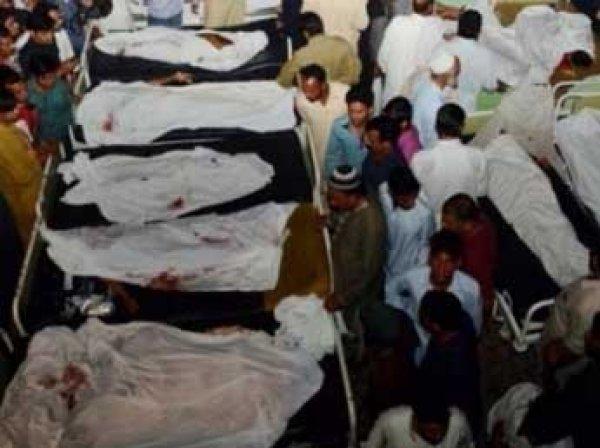 Террористы взорвали медцентр в Пакистане: 15 погибших