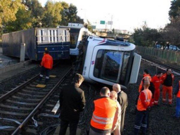 В Турции перевернулся поезд метро