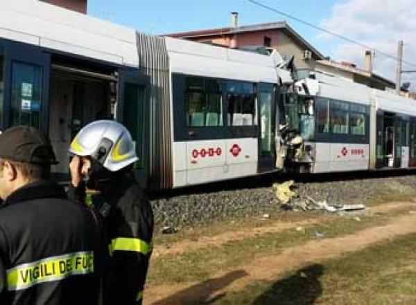 В Италии столкнулись поезда метро со школьниками: свыше 60 раненых