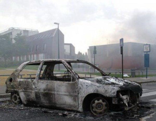 Во Франции в новогоднюю ночь сожгли выше 800 автомобилей