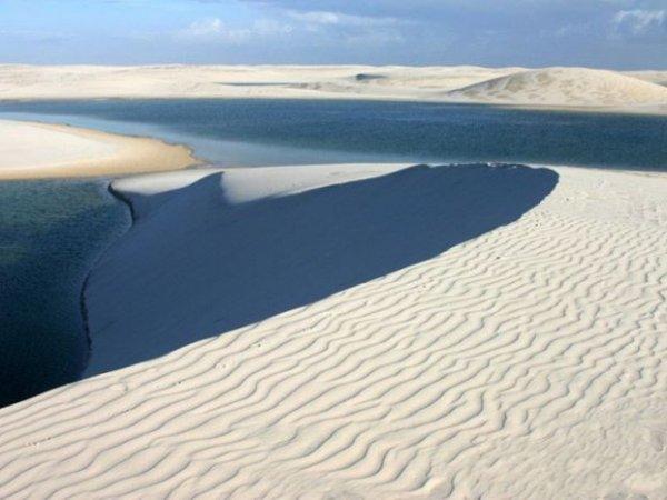 Посреди пустыни в Тунисе за сутки образовалось озеро