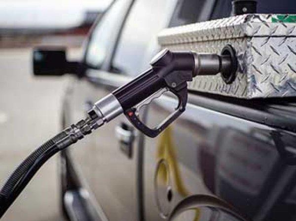 Стоимость литра бензина в США упала до исторического минимума – ниже 10 центов
