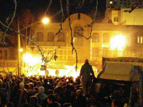 В Иране демонстранты разгромили посольство Саудовской Аравии