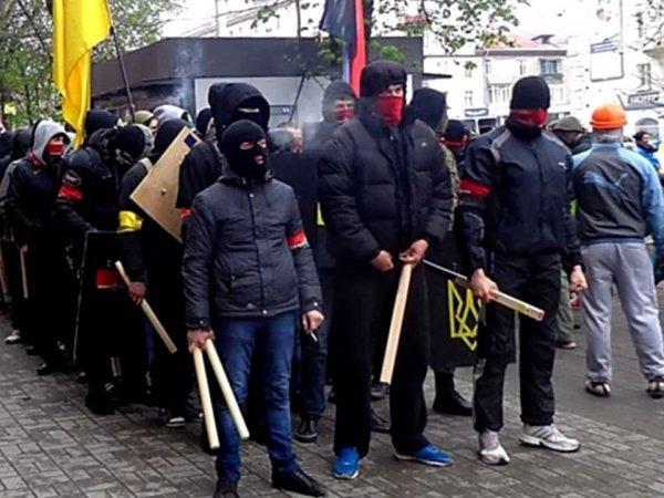 """Радикалы из """"Правого сектора"""" устроили резню на горнолыжном курорте в Закарпатье"""