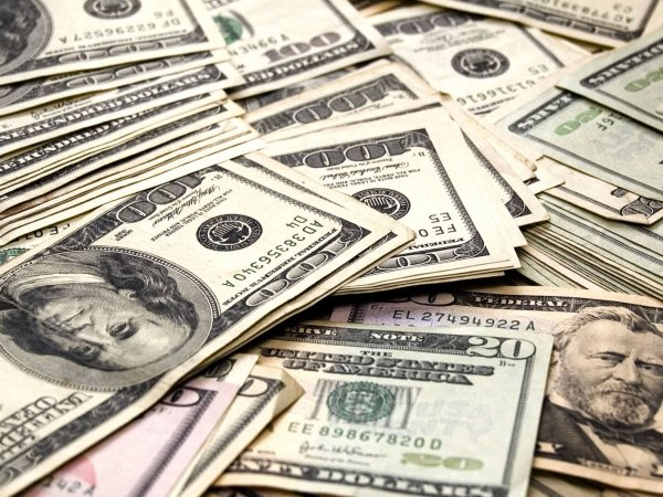 Курс доллара сегодня, 21 января 2016: доллар впервые в истории пробил отметку в 84 рубля