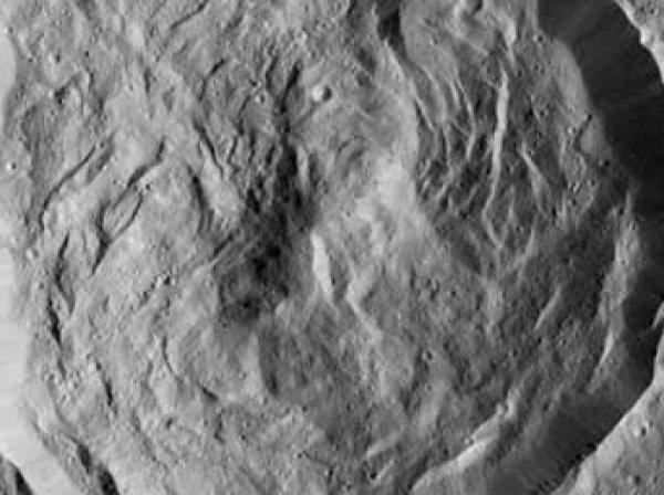 НАСА показало загадочные белые пятна на Церере