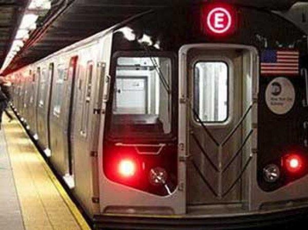 Пассажиров метро в Нью-Йорке терроризирует маньяк с мачете