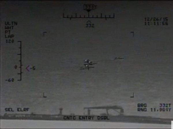 ВМС США обнародовали видео учений Ирана в опасной близости от американского авианосца