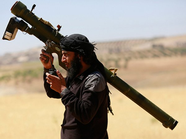 СМИ: боевики ИГИЛ научились производить ракеты, сбивающие самолеты