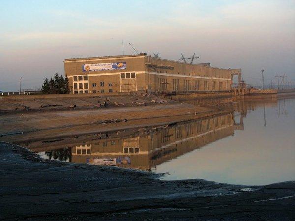 """Телефонный террорист """"заминировал"""" Новосибирскую ГЭС из-за рубежа"""