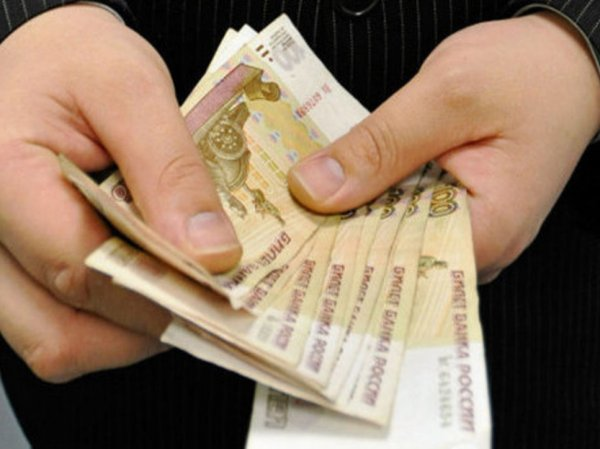 Росстат сообщил о падении зарплат россиян 14-й месяц подряд