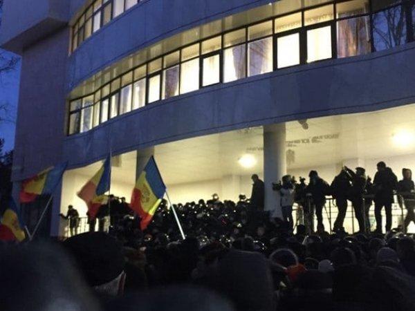 Протесты в Молдавии, последние новости: СМИ сообщили о тайной присяге нового правительства  Молдавии (ВИДЕО)