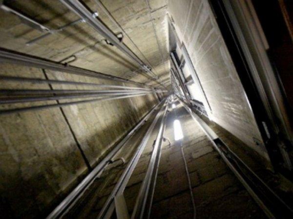 В Петербурге погиб подросток при попытке выбраться из застрявшего лифта