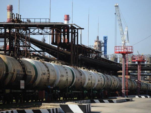 Депутат Госдумы призвал отказаться от продажи нефти за рубеж