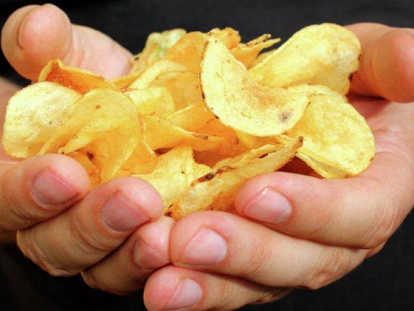 СМИ: в правительстве задумались о введение акциза на чипсы и газировку