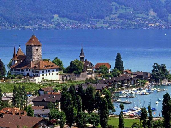 Швейцария собралась платить по 2250 евро в месяц каждому гражданину