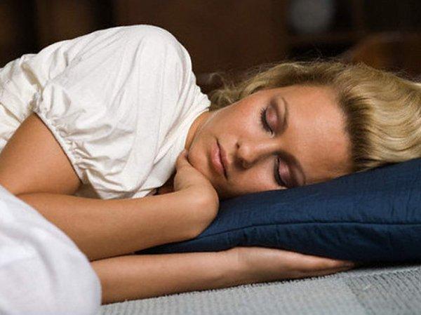 Ученые рассказали, сколько нужно спать, чтобы похудеть
