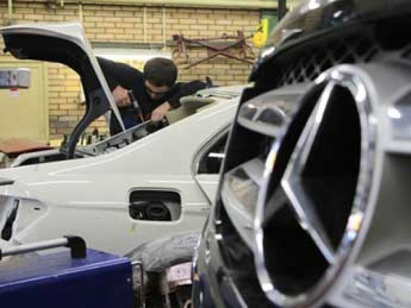 Mercedes-Benz отзывает в России машины из-за риска возгорания топлива