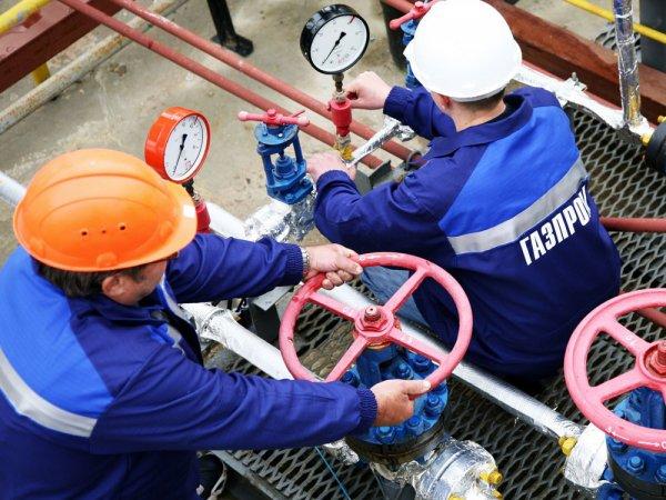 """Bloomberg: """"Газпром"""" собирается поставлять газ на Украину еще как минимум три года"""