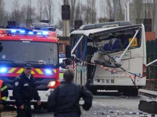 Во Франции школьный автобус протаранил грузовик: шестеро детей погибли