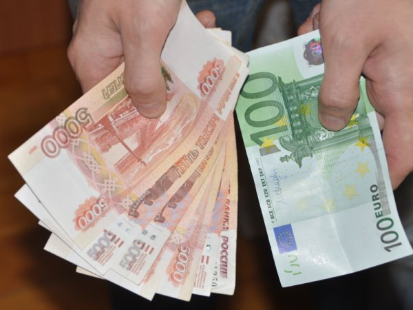 Курс доллара на сегодня, 17 февраля 2016: официальный курс евро опустился еще на два рубля