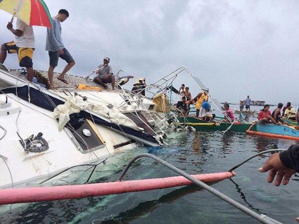 У берегов Филиппин обнаружили дрейфующую яхту с мумией на борту