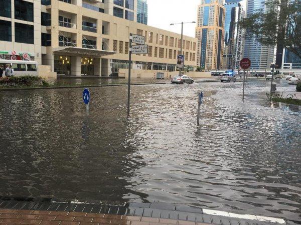 Дубай, последние новости на сегодня: крупнейший город ОАЭ затопило после ливня (ФОТО, ВИДЕО)