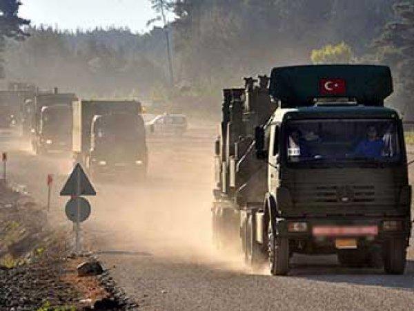 Минобороны РФ заявило, что из Турции в Сирию идут фуры с оружием