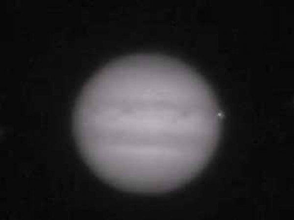 Австрийский астроном снял на видео столкновение НЛО с Юпитером
