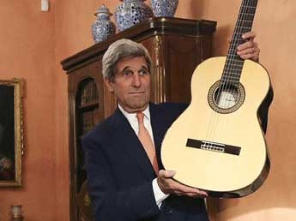Представитель МИД Захарова раскрыла тайну привезенной Керри гитары