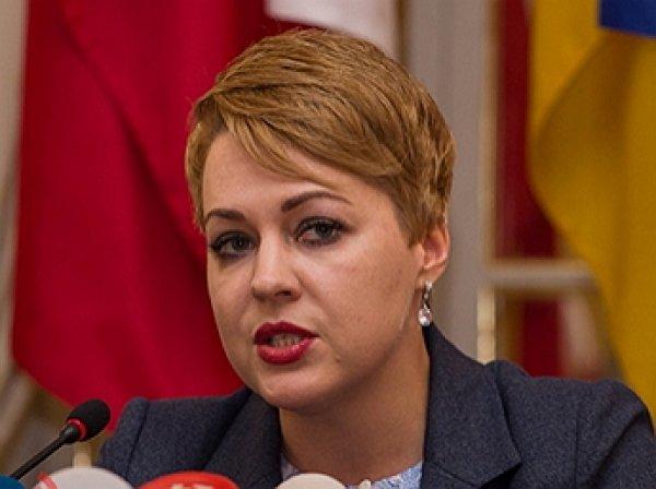 """Посол Украины в Великобритании получила прозвище """"украинская мальвина"""" за жуткий наряд"""