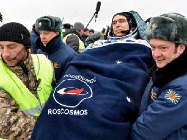 Вернувшиеся с МКС космонавты не смогли сами выбраться из капсулы