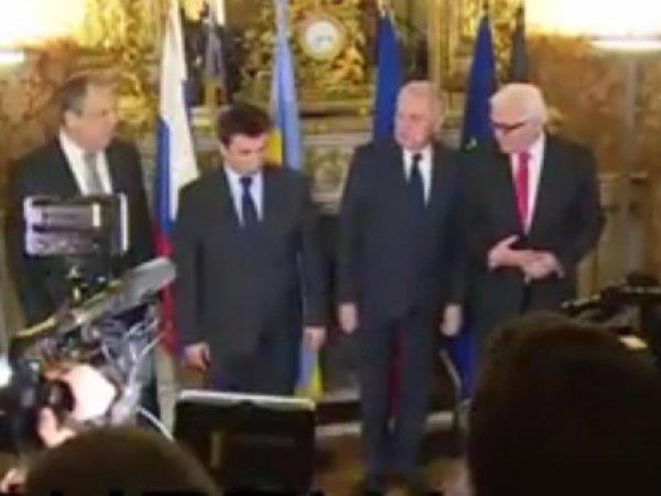 СМИ опубликовали видео попытки Климкина занять место Штайнмайера в Париже