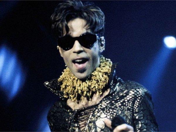 В США умер легендарный певец Принс