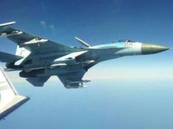Пилоты российского Су-27 перехватили самолет-разведчик США