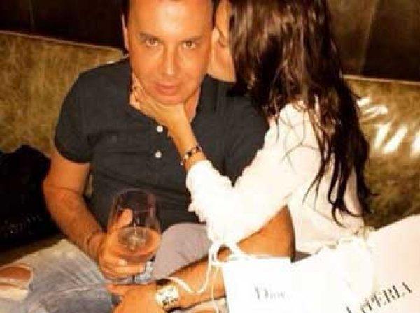 """СМИ уличили 55-летнего топ-менеджера """"Лукойла"""" в сожительстве с 14-летней"""